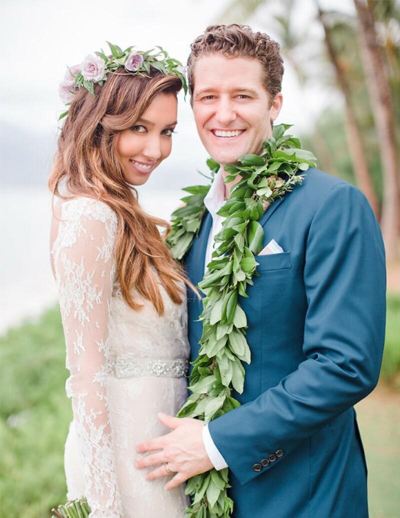 Renee Puente y Matthew Morrison aparecen en su primera foto como una pareja casada.