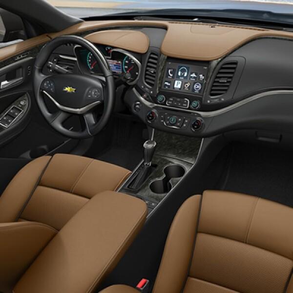Dentro de las novedades tecnológicas y de conveniencia destacan una pantalla táctil de ocho pulgadas, control de crucero adaptativo, sensor de presencia en punto ciego y 10 bolsas de aire.