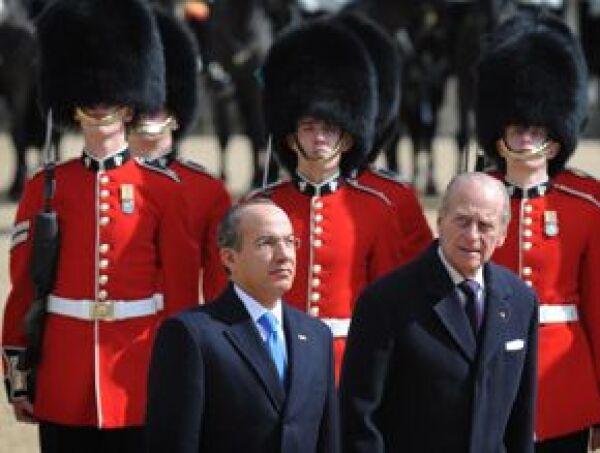 Tras la llegada de Calderón Hinojosa se escuchó el Himno Nacional Mexicano, pasó revista a la Guardia de Honor y para concluir la ceremonia abordó un carruaje en compañía de la Reina Isabel II, mientras que su esposa hizo lo propio con el Duque de Edimbur