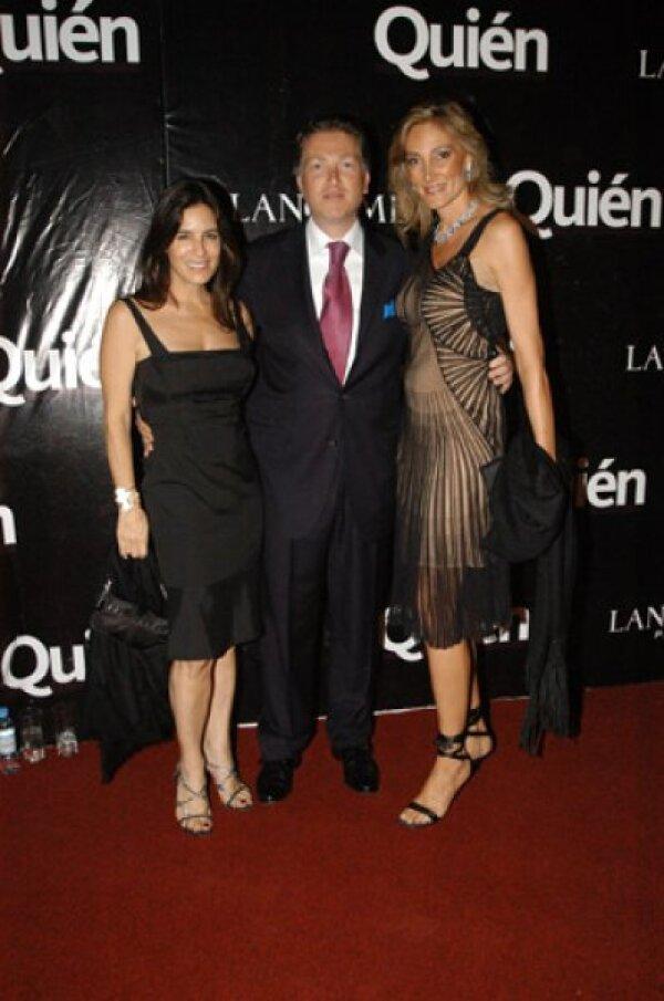 Lina con Elías Sacal y Alejandra Alemán en la fiesta de Quién.