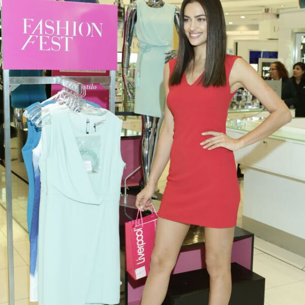 La top model rusa enamoró a los asistentes a Liverpool Polanco con su belleza.