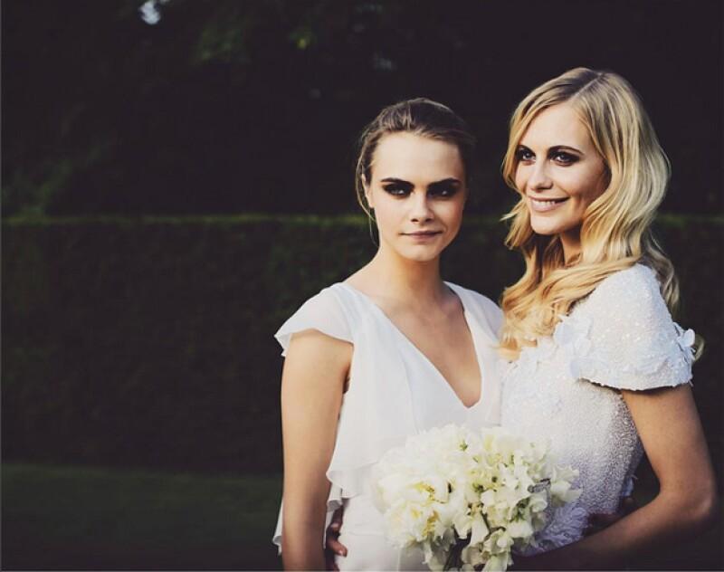 Poppy no se quedó atrás en cuanto a las felicitaciones y se unió con un TBT de su boda, donde aparece abrazada con Cara.