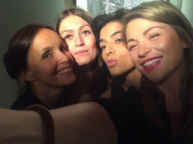 Ludwika y Daniela con sus compañeras de teatro francesas.