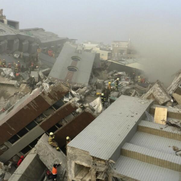 Un edificio de 17 pisos colapsó por el temblor, cuyo foco sísmico fue a 22 kilómetros de profundidad.