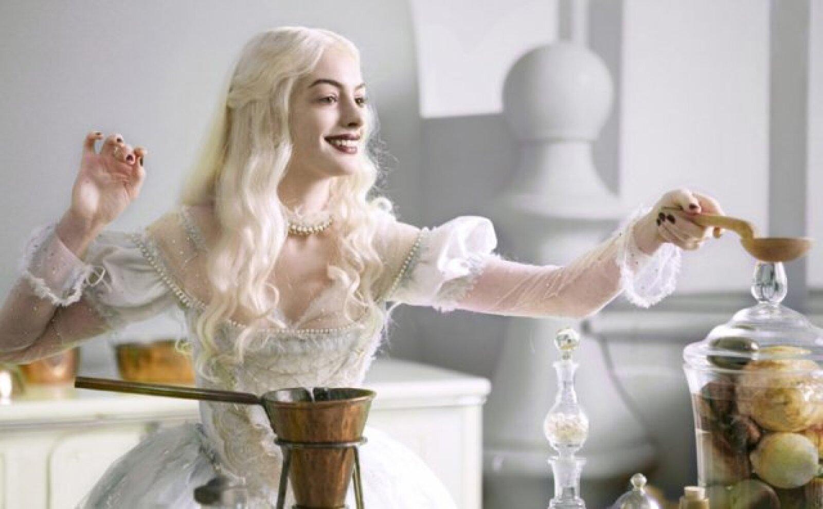 Anne Hathaway  interpreta a la Reina Blanca