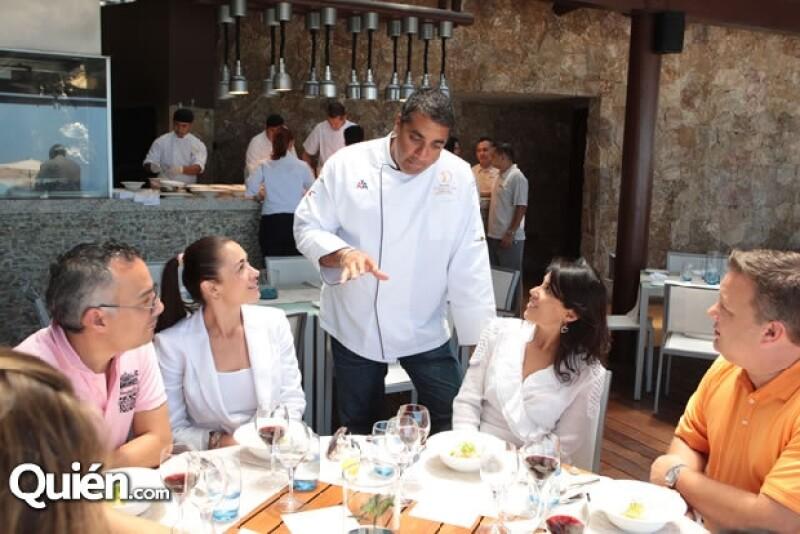 El chef Michael Mina realizó el menú para el petit comité.