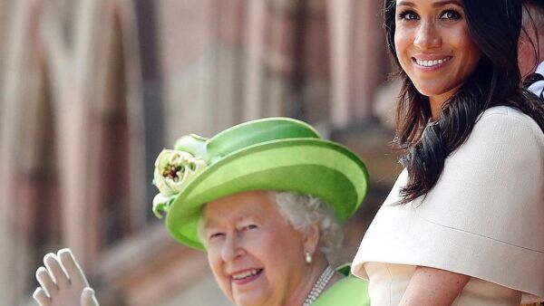 La reina Isabel II y Meghan Markle.