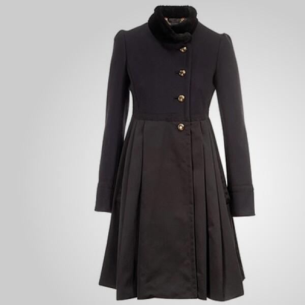 La colección otoño invierno de Marc Jacobs combina el utilitarismo militar urbano con un toque romántico y femenino.