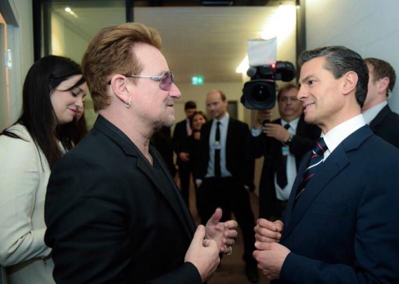 Durante el Foro Económico Mundial, el mandatario mexicano saludó e intercambió algunas palabras con el músico Irlandés.