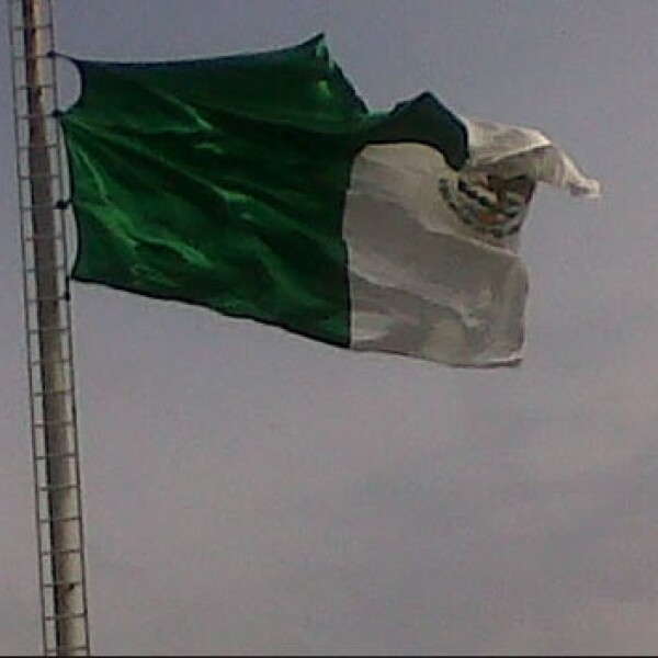 bandera mexicana rota
