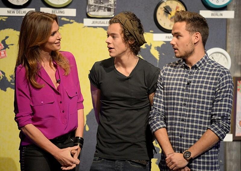 La Top model se mostró bromista con Harry y Liam y desfiló con ellos en la pasarela.