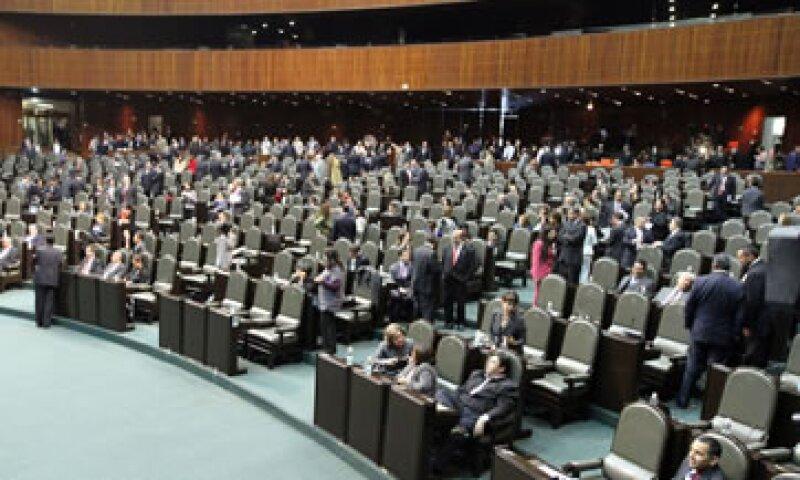 Tomás Torres, senador del PRD dijo que en la ley de Asociaciones Público Privadas se comprometen recursos del erario  sin establecer que es endeudamiento.  (Foto: Notimex)