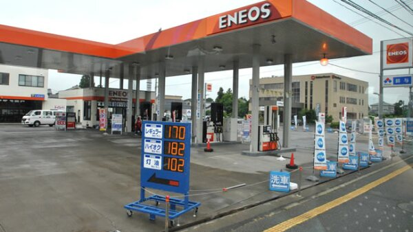 Una estaci�n de servicio Eneos en Jap�n, una marca de la petrolera JX Nippon Oil & Energy