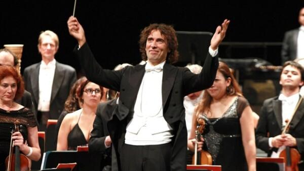 Para desearle muy feliz cumpleaños a la actriz italiana, su hijo Carlo Ponti, ofreció un memorable concierto en el Teatro de la Ciudad, al que asistieron varios personajes importantes.