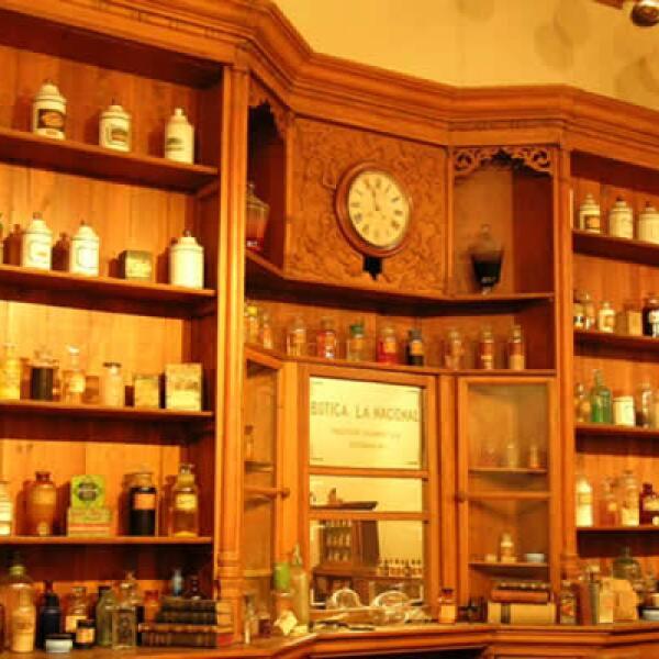"""Uno de los mayores atractivos del Museo del Vidrio es, sin duda, la recreación de la botica """"La Nacional"""", que data de mediados del siglo XIX."""