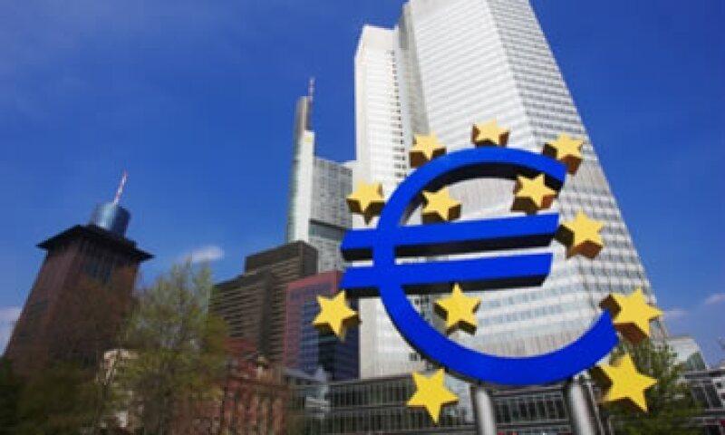Mientras los alemanes se rehúsan a una intervención abierta del BCE, la presión internacional lo conmina a cambiar. (Foto: Thinkstock)
