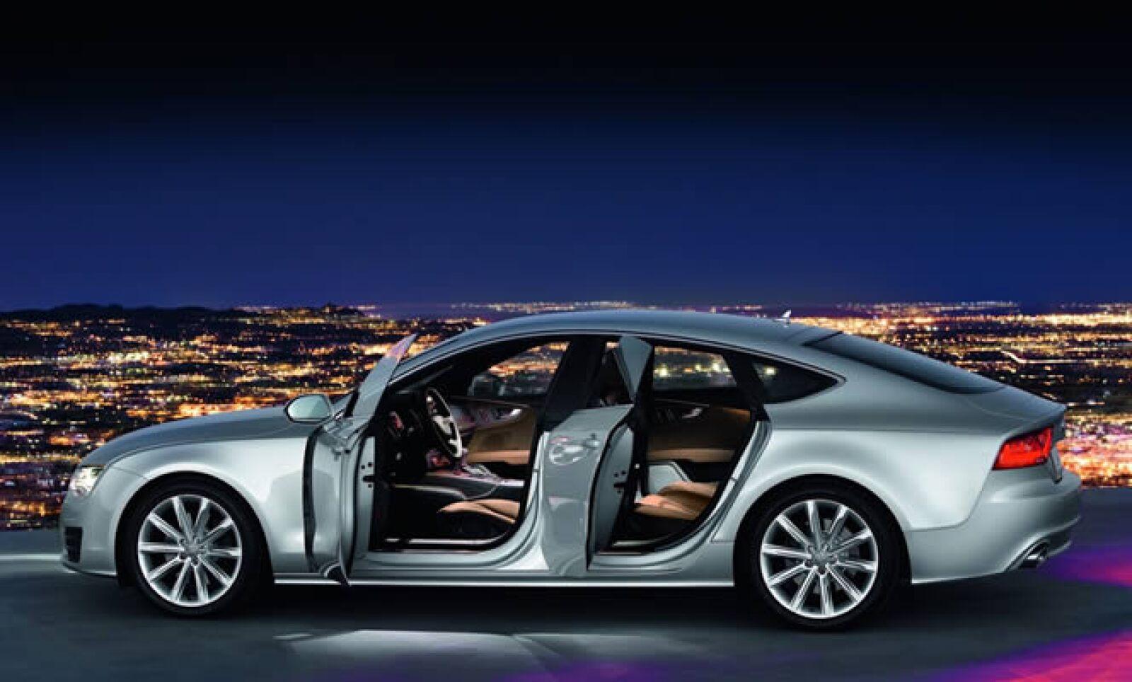 Los primeros conceptos para este modelo aparecieron en el AutoShow de Chicago, en 2009.