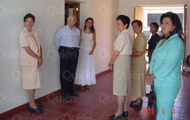 El en blog &#39Los políticos también lloran&#39 del periodista Alberto Tavira en Quién.com revela dos fotos donde aparece la madre, el padre y la hija.