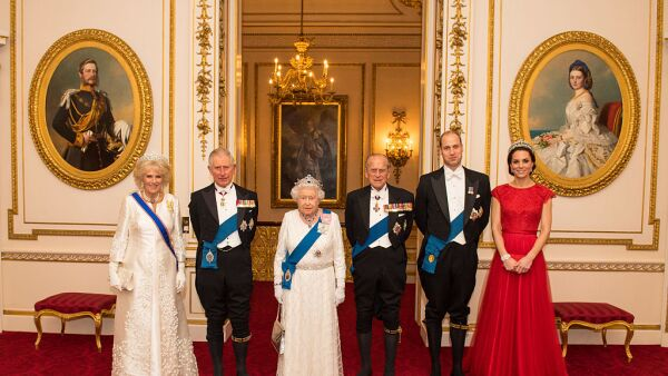 Camila Parker, príncipe Carlos, reina Isabel II, duque de Edimburgo, príncipe William y Kate Middleton