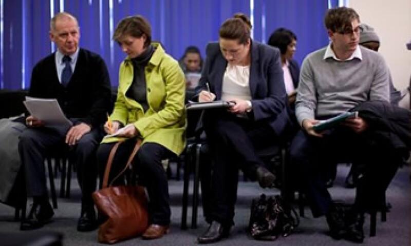 Los candidatos llenan sus solicitudes con la esperanza de formar parte de una enorme fuerza de trabajo para las Olimpiadas. (Foto: AP)