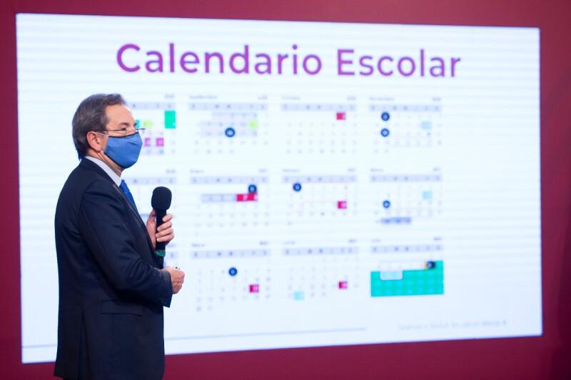 Esteban Moctezuma presenta calendario escolar