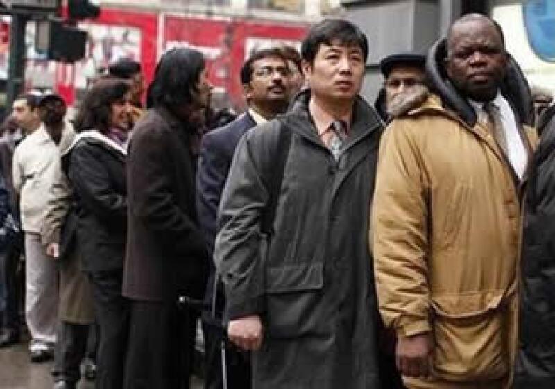 El mercado laboral de EU registra una mejoría; en algunos lugares se realizan ferias de empleo. (Foto: Reuters)