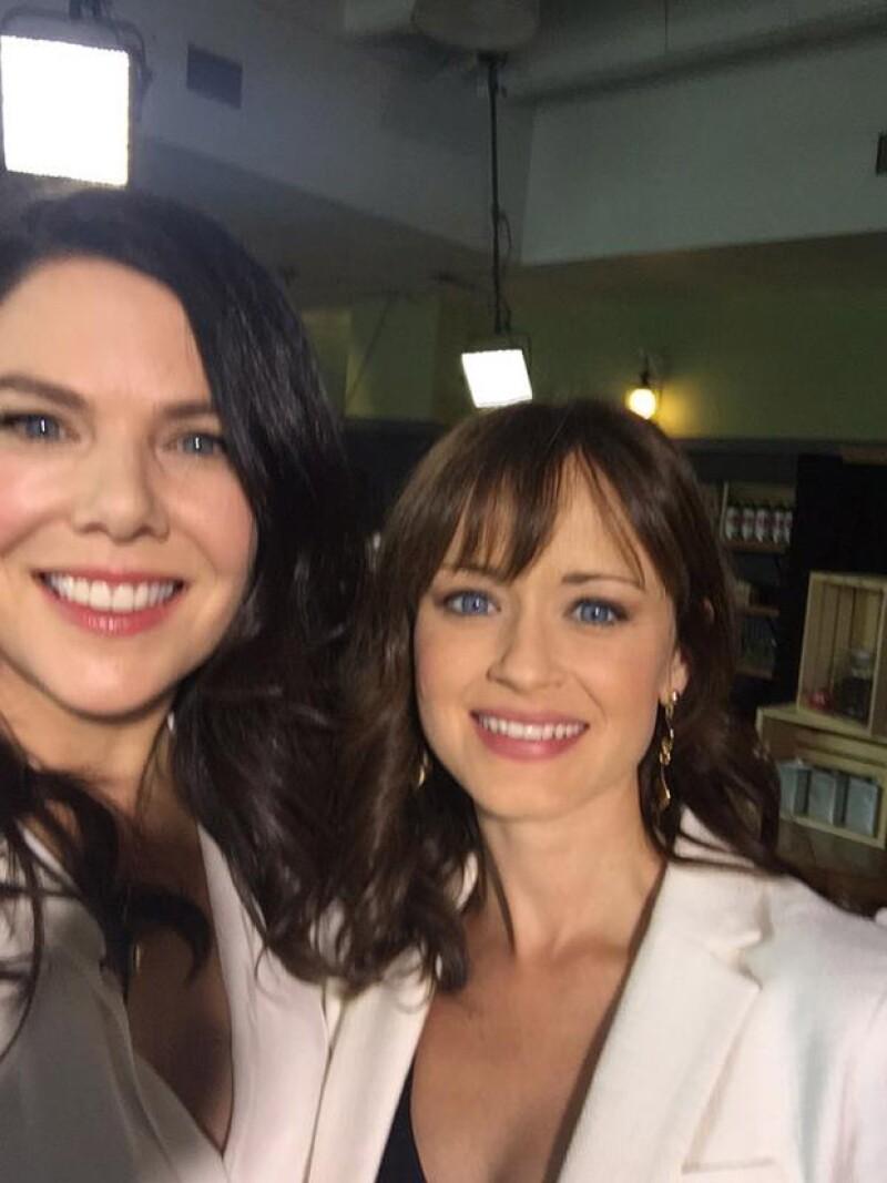 La actriz Lauren Graham publicó esta foto junto a Alexis Bledel, quien personificó a su hija en la serie.