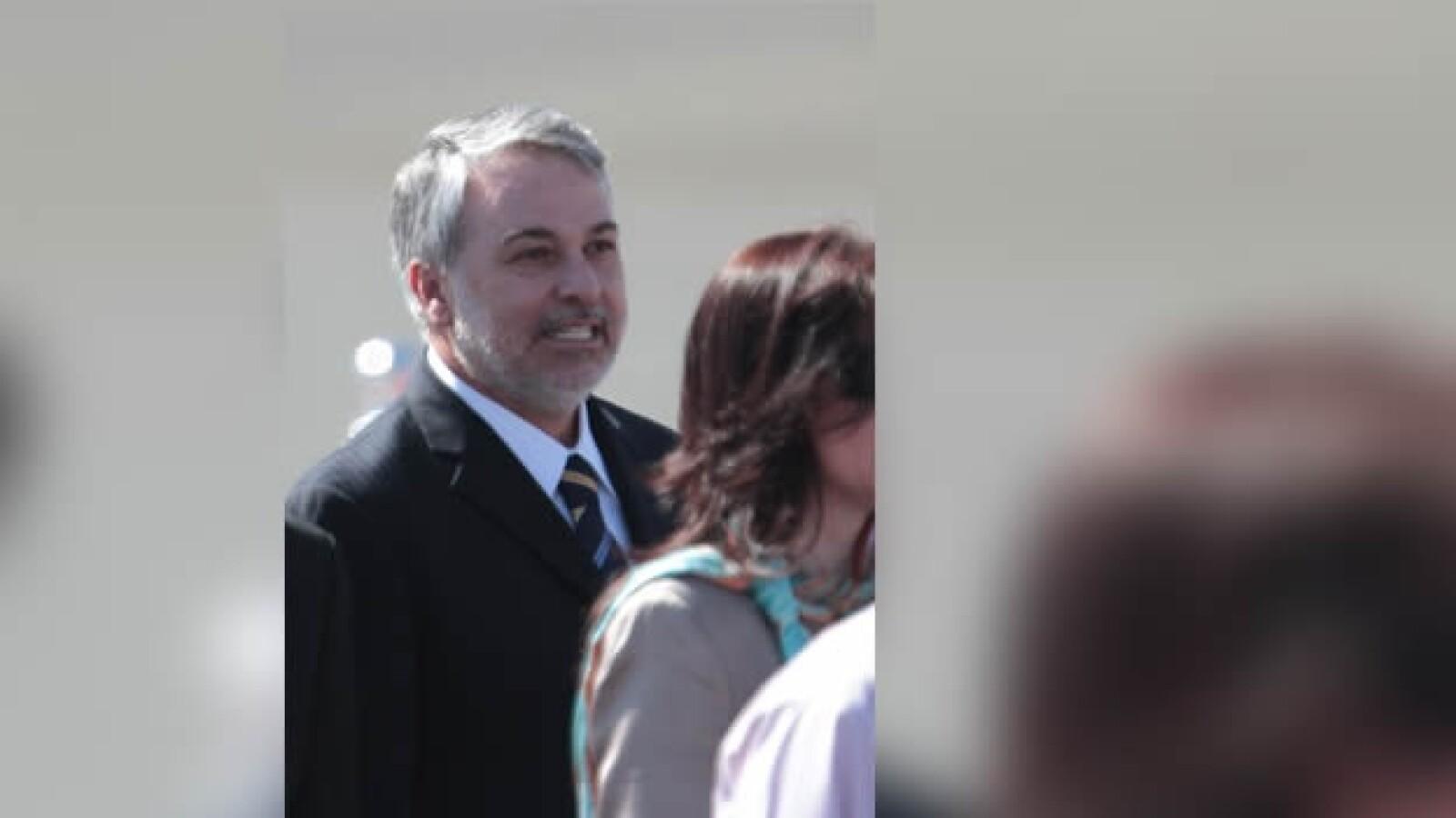 el gobernador de jalisco acude a dar la bienvenida al papa