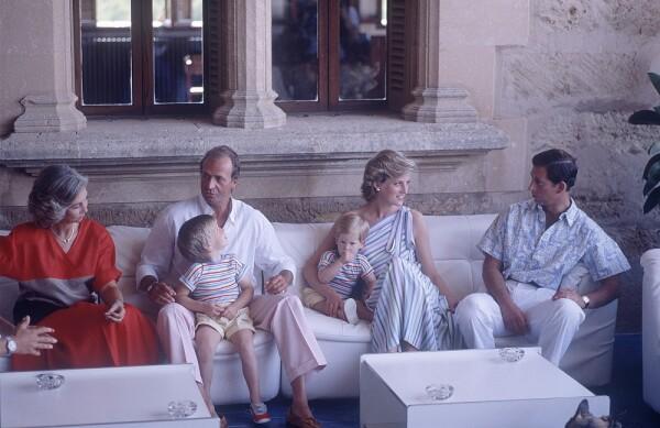 Reina Sofía, Rey Juan Carlos, príncipe William, princesa Diana, príncipe Harry y el príncipe Carlos