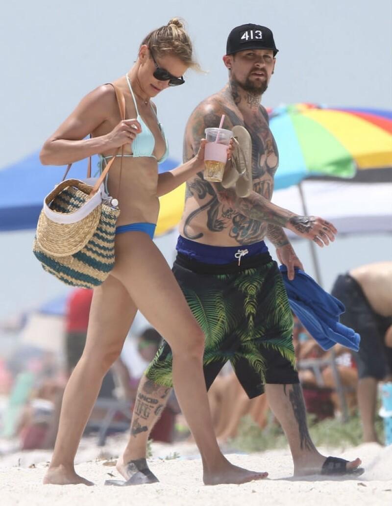 Cameron Diaz disfrutó de la playa y de visitar a su familia con Benji Madden.