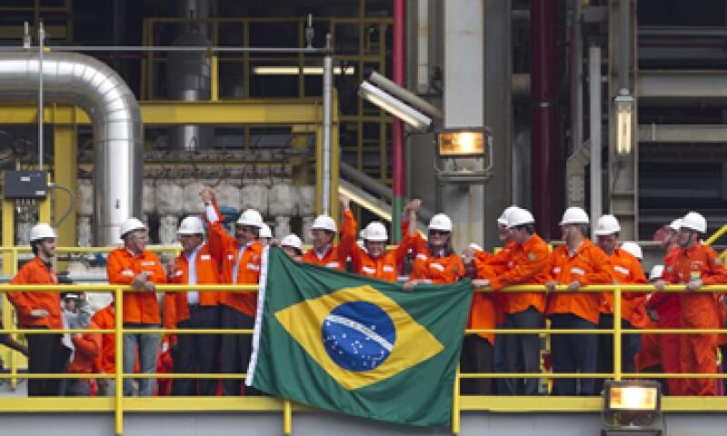 Petrobras reportó además una ganancia de 21,180 millones de reales para todo el 2012. (Foto: AP)