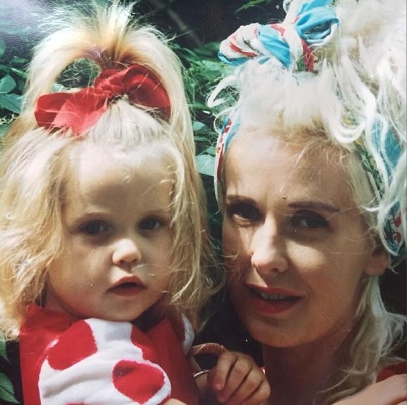 Peaches compartió un día antes de morir una foto de ella de bebé junto a su mamá.