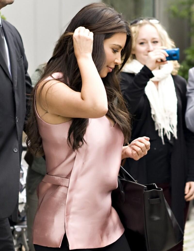 Kim, Kourtney y Khloe Kardashian vuelven a unir su su fuerza empresarial con la compañía  &#39Boldface Licensing+Branding&#39 para crear su primera línea de cosméticos, llamada &#39Khroma Beauty&#39.