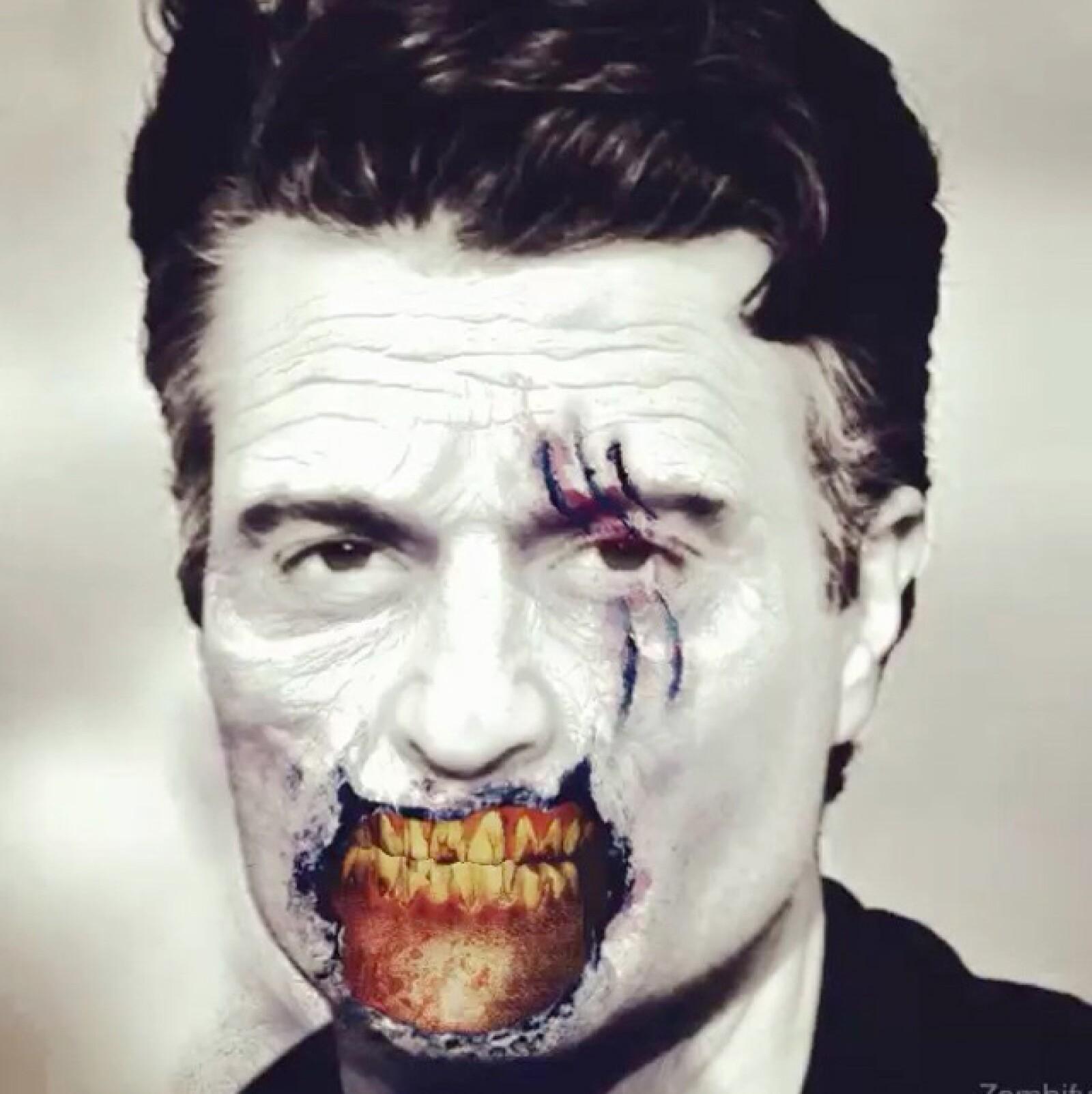 Sin mucho que decir, el actor se maquilló de zombie para este Halloween, haciendo incluso sonidos muy estilo The Walking Dead.