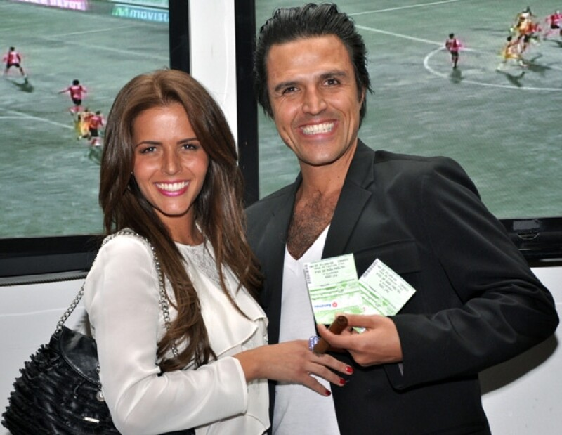 La pareja acudió a la obra `Soltera Pero No Sola´, que donó su primera taquilla a la organización encabezada por Gina Diez Barroso.