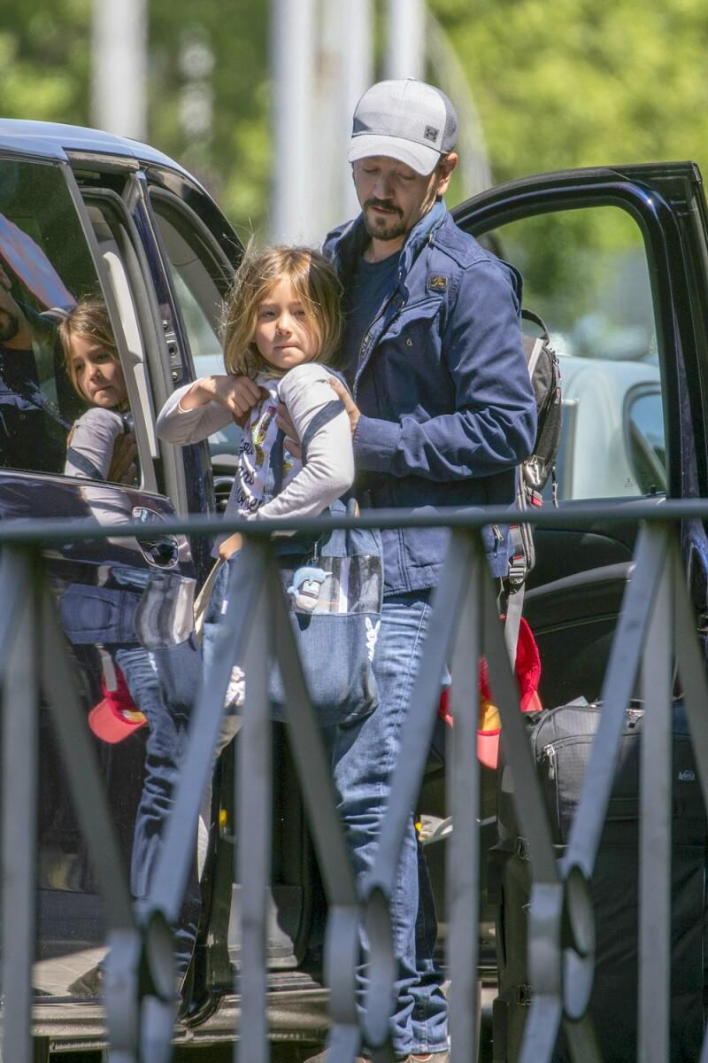 PREMIUM EXC Diego Luna y su hija, Fiona