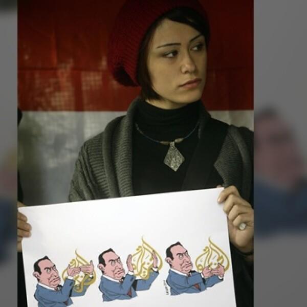 Una chica protesta por el cierre de Al Jazeera