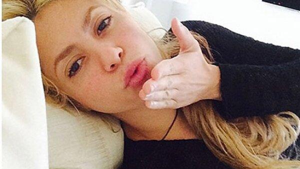 Aunque Shakira es una famosa que utiliza un maquillaje exagerada, en esta foto que compartió se abstuvo de utilizar una sola gota.