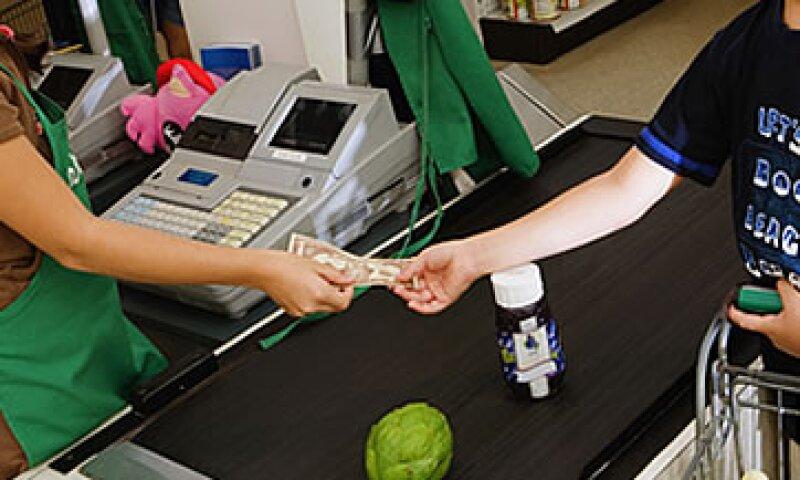 El impuesto sugerido a las ventas se trasladará al consumidor y va a operar de forma similar al IVA. (Foto: Photos to Go)