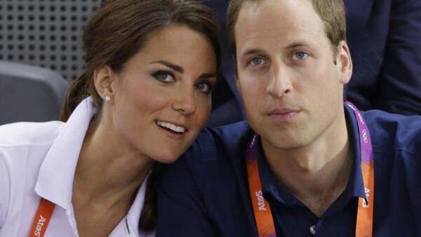Los Duques de Cambridge, a diferencia de otras parejas de la realeza, se abrazaron efusivamente en la final de la prueba de ciclismo, lo que demuestra que siguen estando muy enamorados.