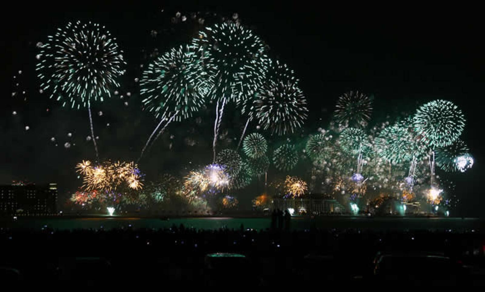 Los organizadores de las celebraciones de Año Nuevo en Dubai buscaron romper el récord mundial Guinness de la exhibición más larga de fuegos artificiales.