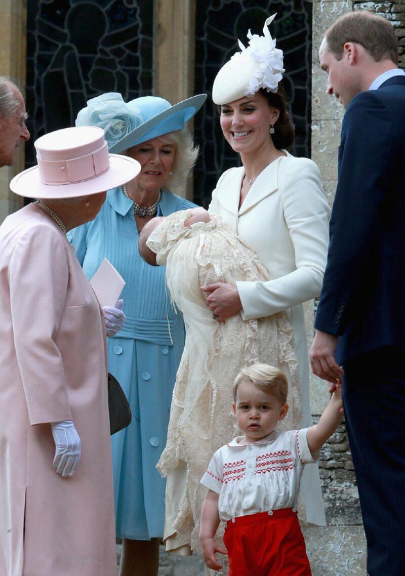 Hasta la duquesa de Cambridge ha necesitado el apoyo de otras madres para poder educar a sus bebés de la mejor manera. ¿A quién le agradeció por sus consejos?