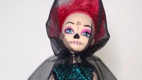 Recrean vestido de Beatriz Gutiérrez para una muñeca 7.jpg