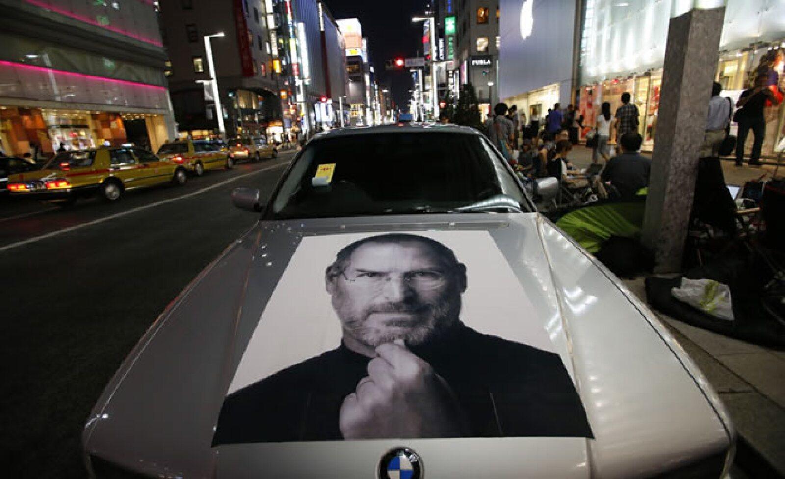 Hay quienes esperan un nuevo equipo en un BMW, con peculiar tributo a Steve Jobs.