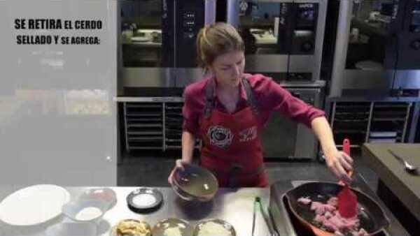 Sal de lo convencional y prepara arroz meloso de costilla de cerdo con setas