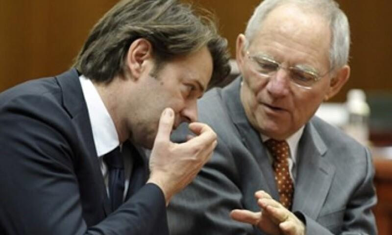François Baroin y Wolfgang Schaeuble, ministros de finanzas de Alemania y Francia, respectivamente, advirtieron que no hay motivo para bajar la guardia. (Foto: Reuters)