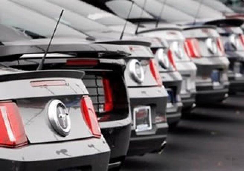 La industria automotriz está en constante cambio, lo que representa un gran reto para las armadoras. (Foto: AP)