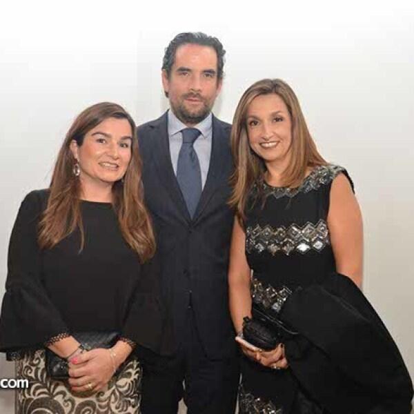 Ana Mari y Leonel Schofecker con Pilar de Pedro.