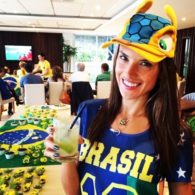 Alessandra Ambrosio ha sido de las guapas más aficionadas a lo largo del Mundial.