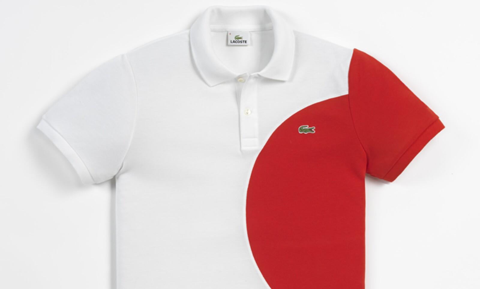 La playera de Japón es una de las más llamativas, ya que tiene el centro de su bandera y también se extiende hasta la manga.